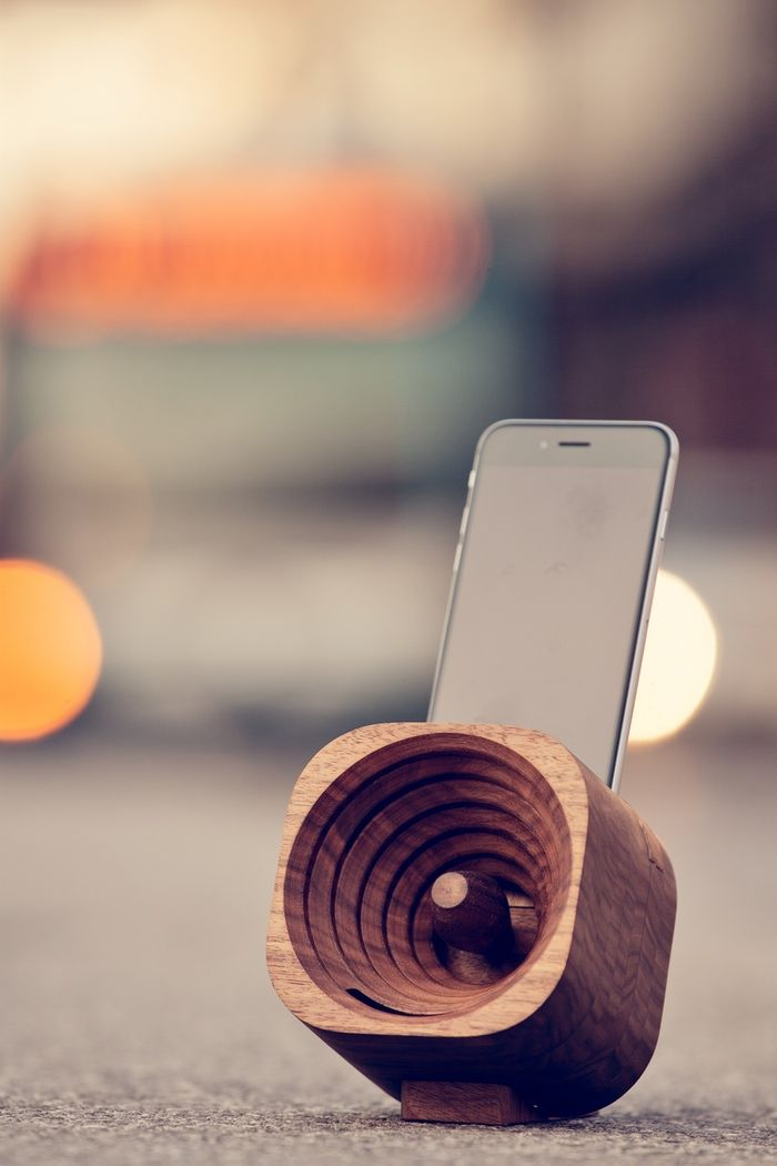 A wooden amplifier for iPhone