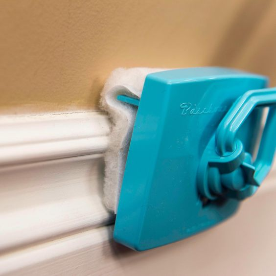 Baseboard Buddy Expendable Microfiber Duster